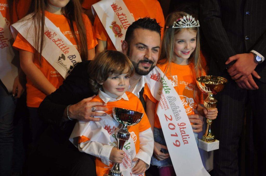 Davide Miano e Morena Salvato con il conduttore Mediaset Anthony Peth