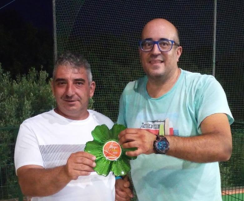 """Enzo Maffei riceve il """"Premio Eleganza"""" da Bruno Calderone"""