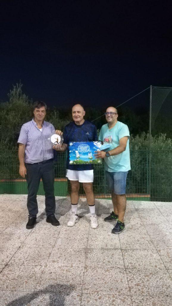 Ciccio Patti premiato dal Dott. Tambato e dal responsabile del Circolo Tre Alberi Bruno Calderone